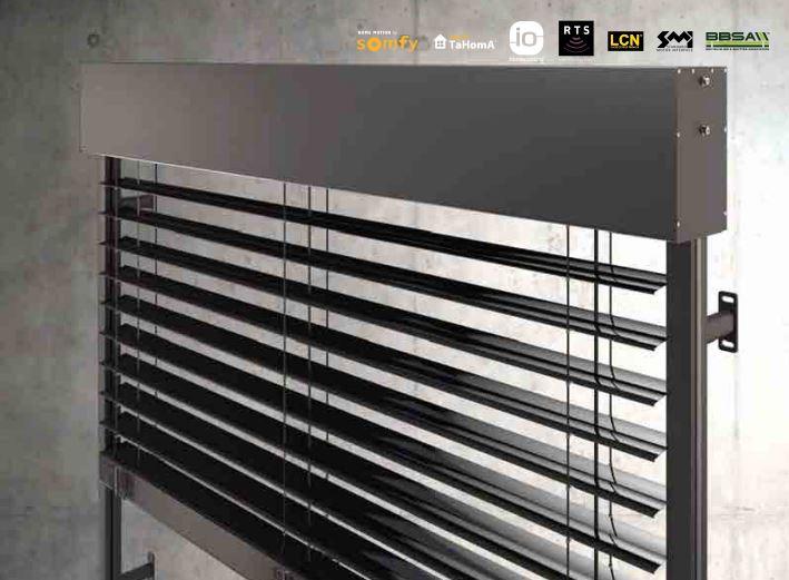 brise soleil orientable lame z de 90 mm encastrer dans un caisson. Black Bedroom Furniture Sets. Home Design Ideas